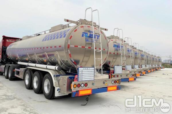 安徽阜阳 瑞江高端铝合金液罐车批量交付