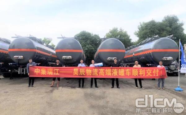 福建福州 瑞江不锈钢烧碱罐车批量交付