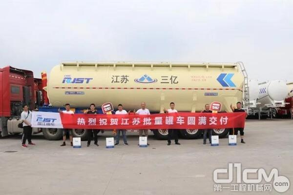 瑞江高端液罐车罐批量交付江苏客户