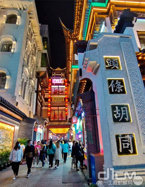 热闹的沈阳中街头条胡同,与上海南京路不相上下