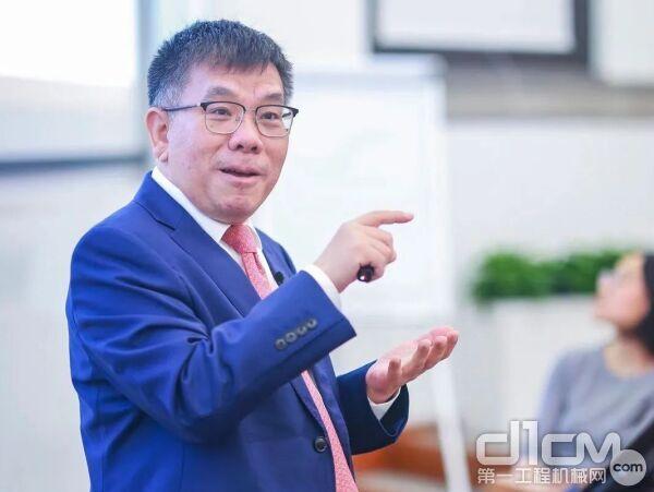 广西柳工集团机械有限公司、广西柳工机械股份有限公司党委书记、董事长曾光安
