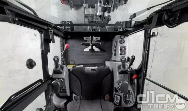 山猫E20的一大特色是驾驶室舒适宽敞