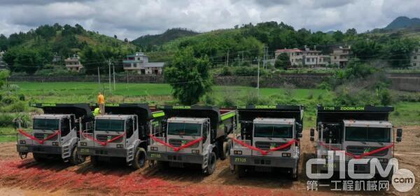 中联重科矿山机械事业部向江西某客户交付首批中联重科ZT105矿用自卸车