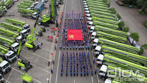 中联重科经典红歌传唱活动现场