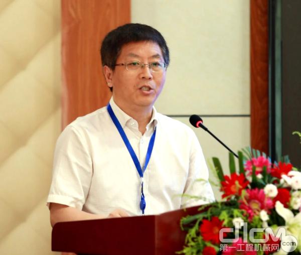 张化祥副院长在开学典礼上致辞