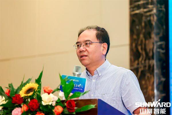 中国工程机械工业协会桩工分会秘书长郭传新在会上发言