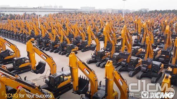徐工超百台大型挖掘机巍然列阵,奔赴大洋彼岸