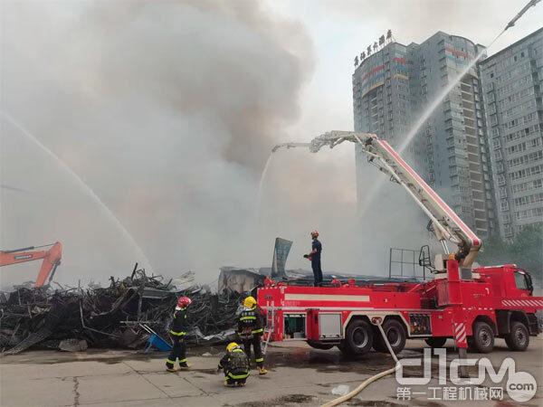 2021年5月29日凌晨西安市华清东路西北五金机电市场发生火灾