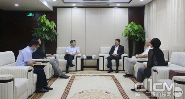 小松(中国)领导一行拜访中国土木工程集团有限公司