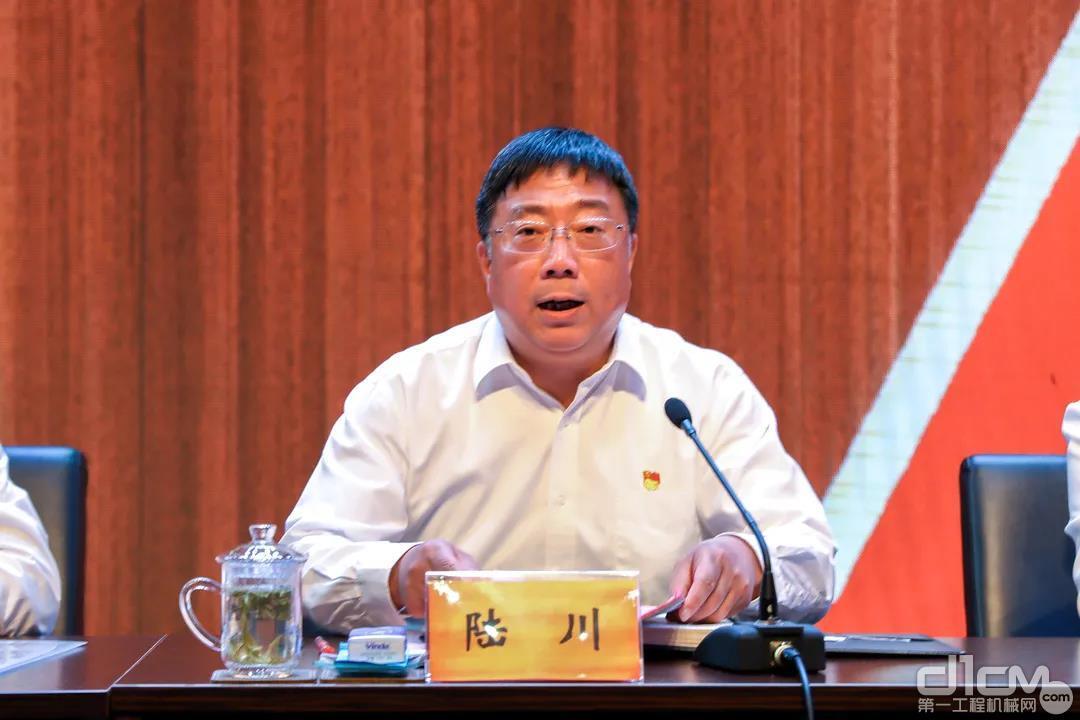 陆川总裁主持大会