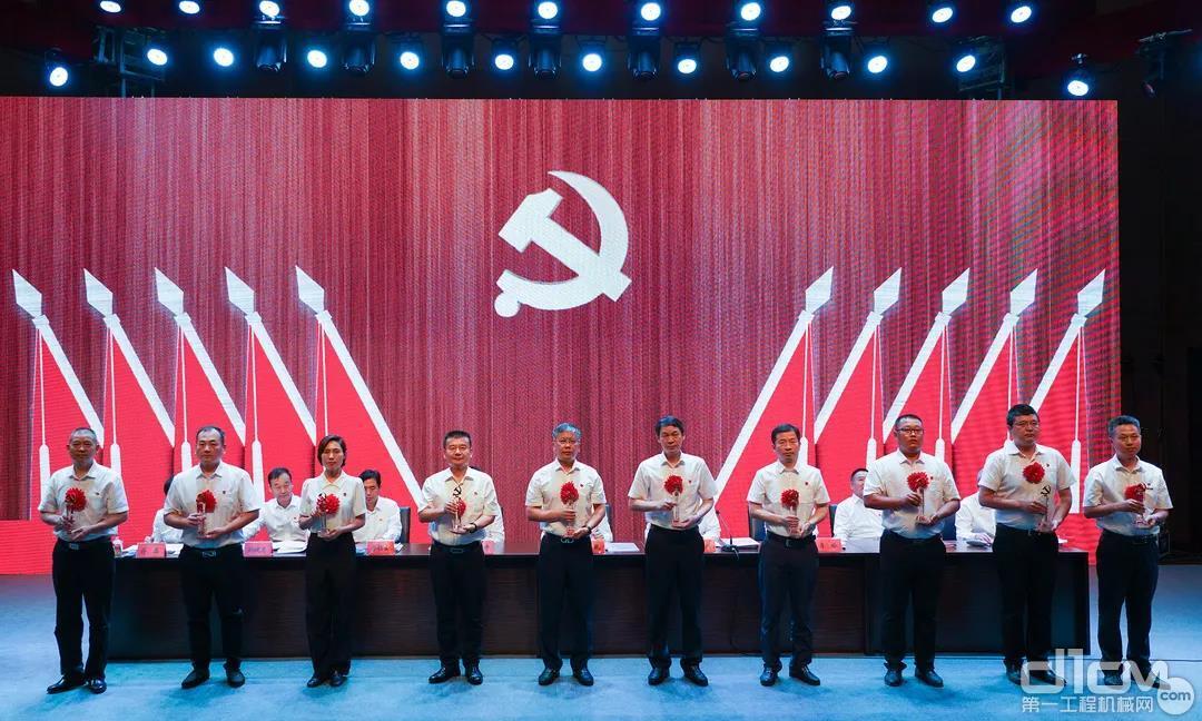 优秀共产党员颁奖