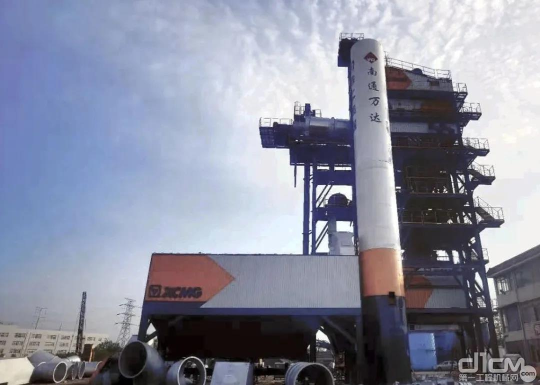 位于江苏的徐工XARP325H整体式沥青站