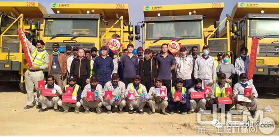 临工重机驻巴基斯坦塔尔煤矿服务团队