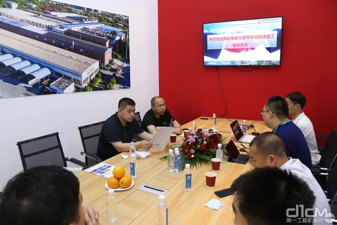 铁建重工电气物资公司与来访单位交流新材料产品产业