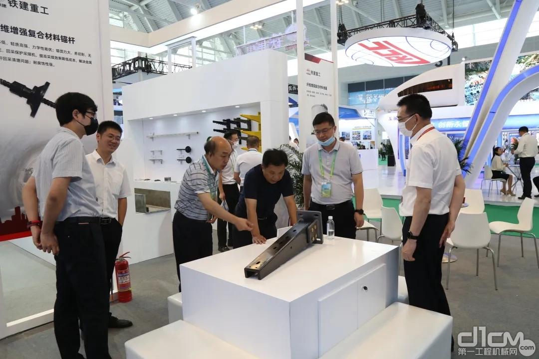 中国铁建设备物资部设备处处长郭春雷了解铁建重工新兴工程材料