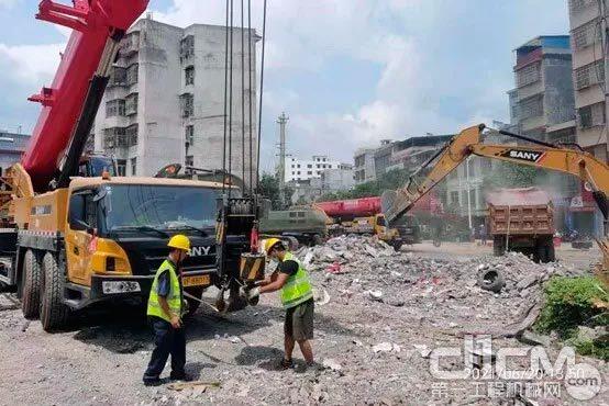 三一起重机、挖掘机在事故现场救援