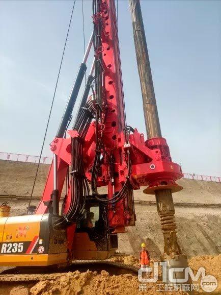 三一多工法旋挖钻机SR235M