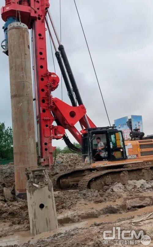 """三一M系列多工法旋挖钻机SR235M,从护筒起吊到下护筒""""一气呵成"""""""