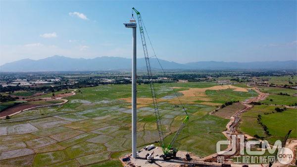 △在风电施工中,中联重科起重机精准吊装作业