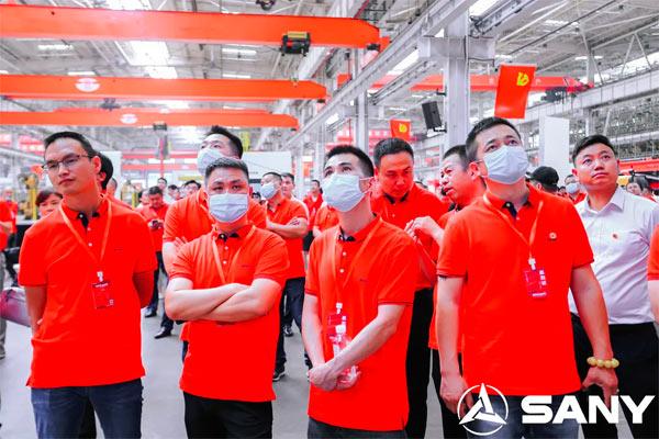 客户参观北京三一智造桩机灯塔工厂