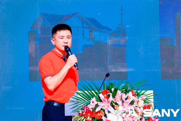 三一智造副总经理王龙刚先生讲解旋挖新品