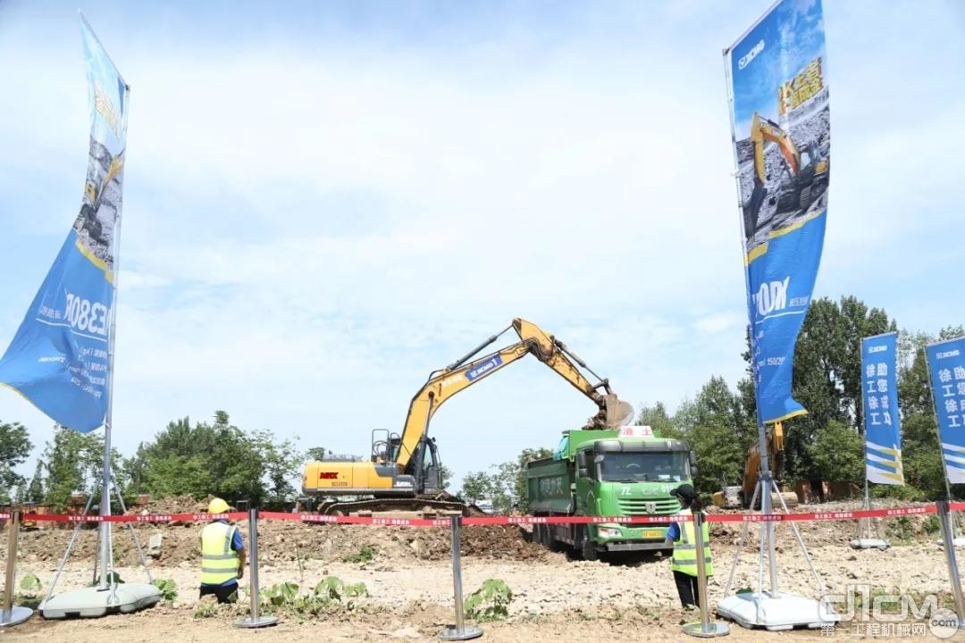 本次比赛的主力车型——徐工XE245DK MAX挖掘机