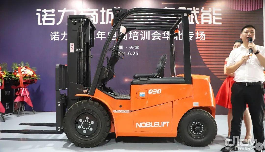锂电叉车——FE4P30Q-Li