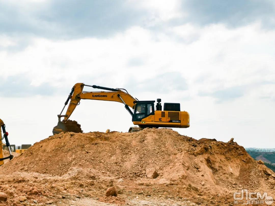 张队长表示,后续还考虑进柳工990F超大挖