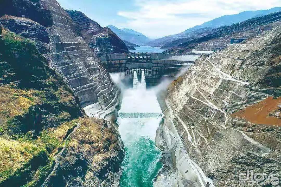 金沙江白鹤滩水电站首批机组正式投产发电!