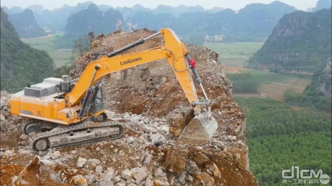 广东张老板成功将柳工大挖引进自己服务的矿山