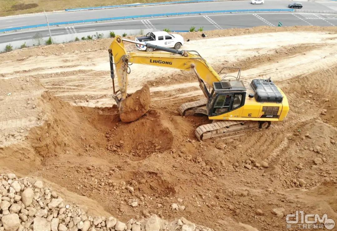 河南李老板的柳工挖掘机施工现场