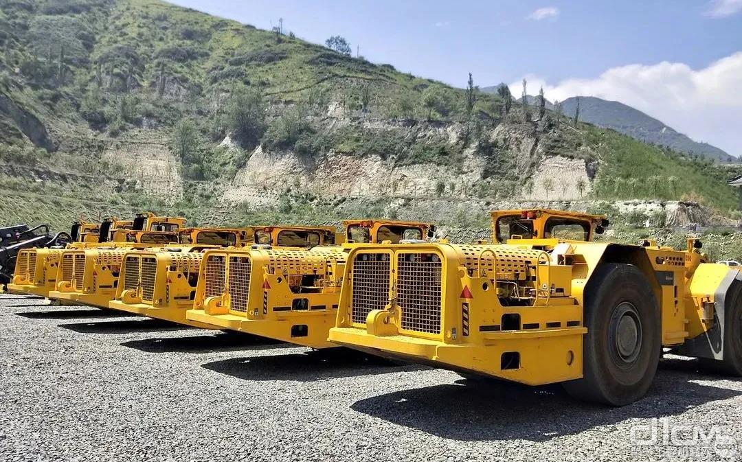 明利矿业现场的安百拓设备