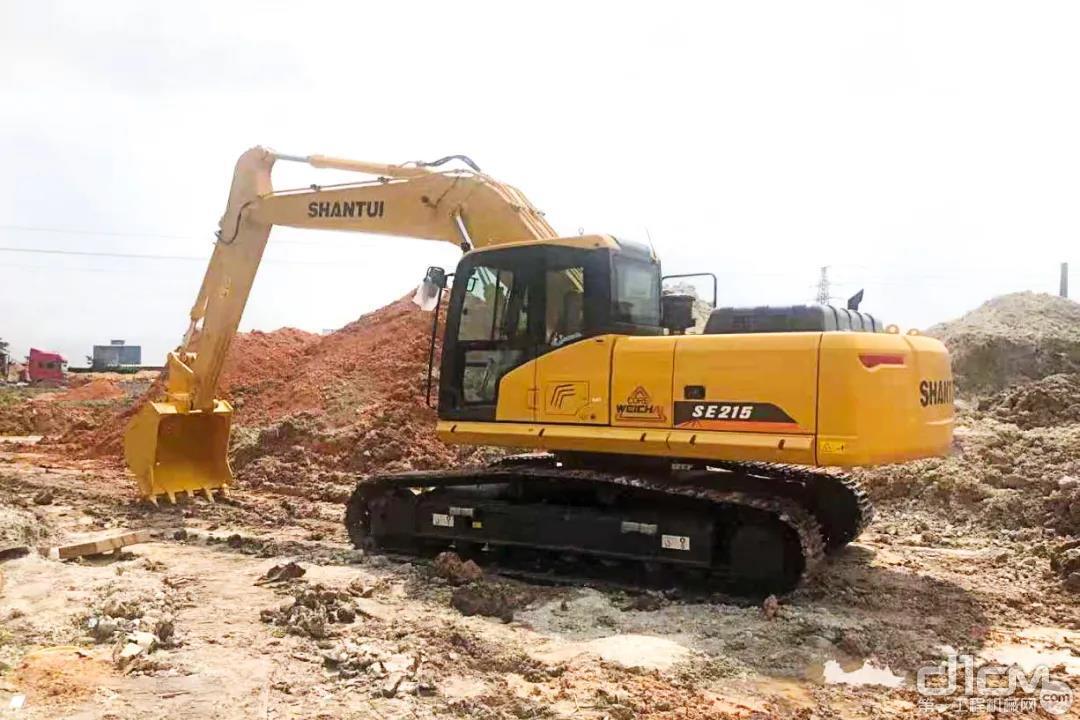 张老板不仅自己用,还跟其他用户推荐山推挖掘机