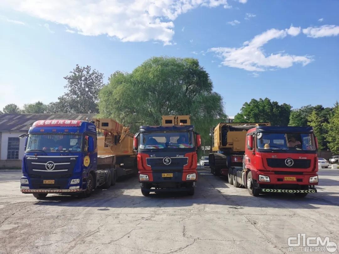 北京中车重工旋挖钻机生产基地三台H系列旋挖钻机等待发车