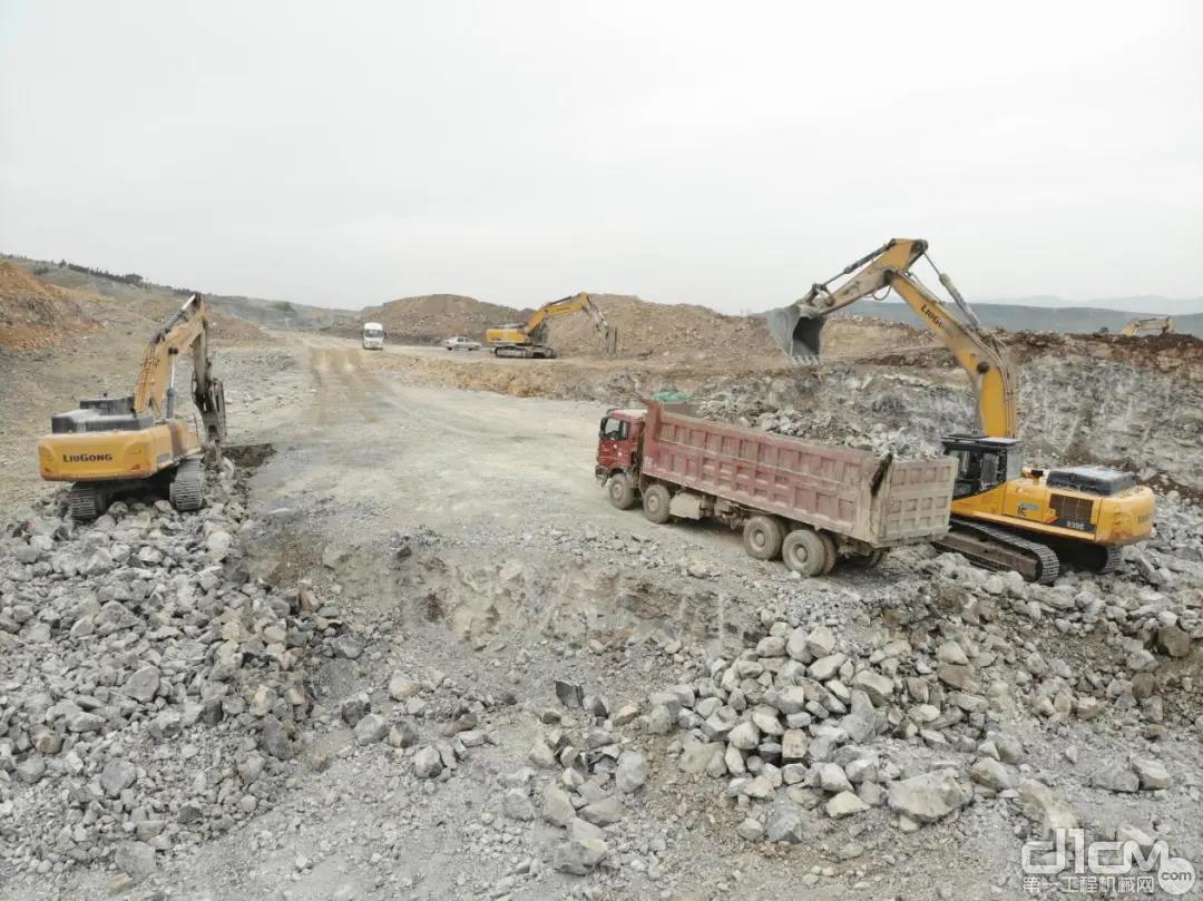 矿山上的主角是清一色的柳工挖掘机