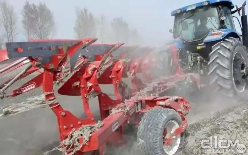 搭载上柴(上汽动力)发动机的拖拉机