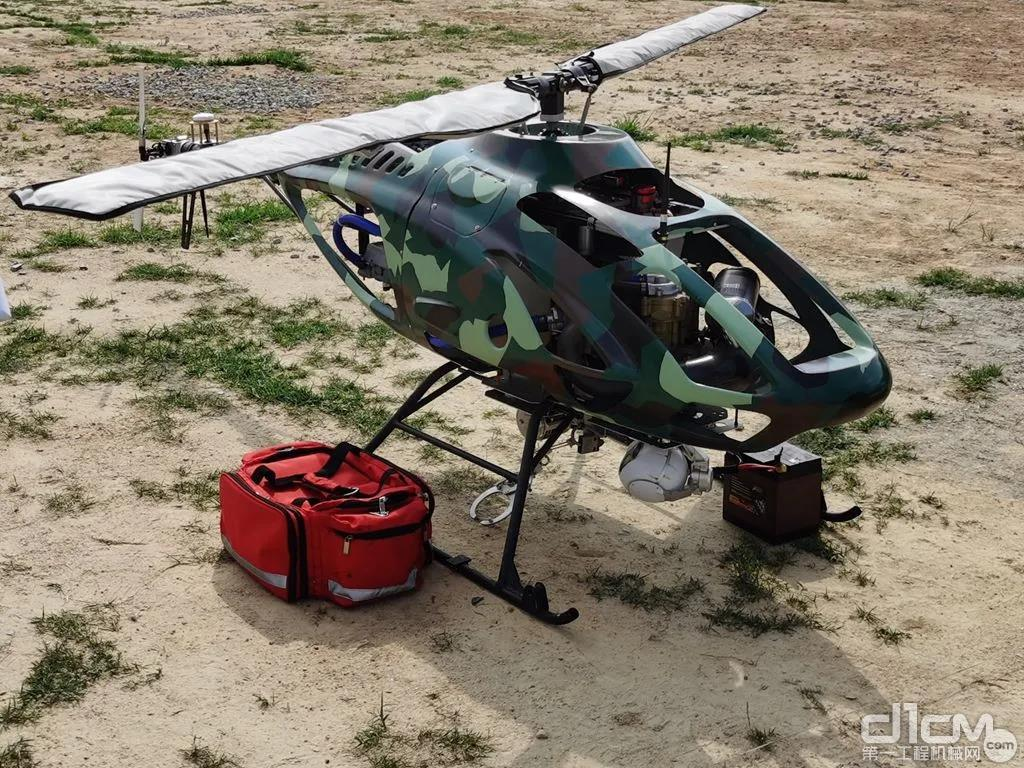 无人机输送救援物资。