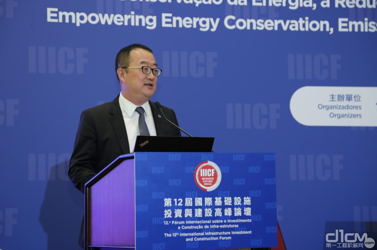 图为沃尔沃建筑设备中国大区销售总裁陈霖发言