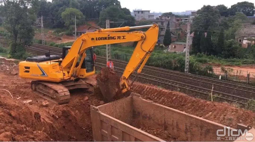 龙工挖掘机