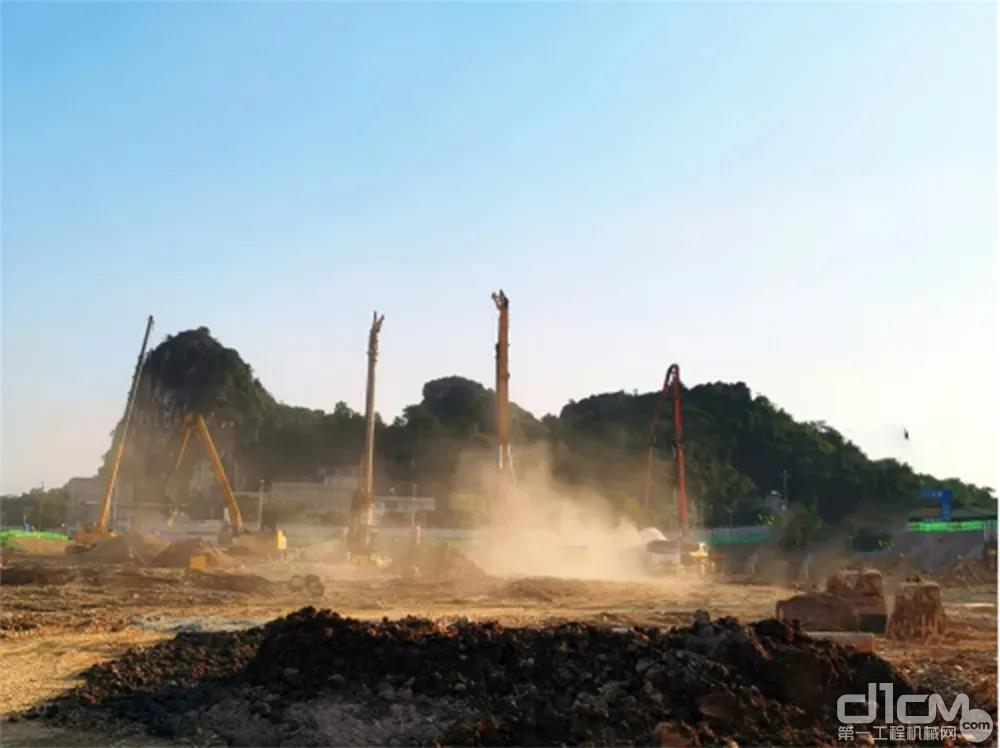 徐工旋挖钻群机进驻漓江东岸