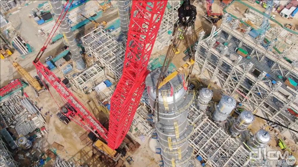 三一SCC20000A履带起重机吊装868吨乙烯塔