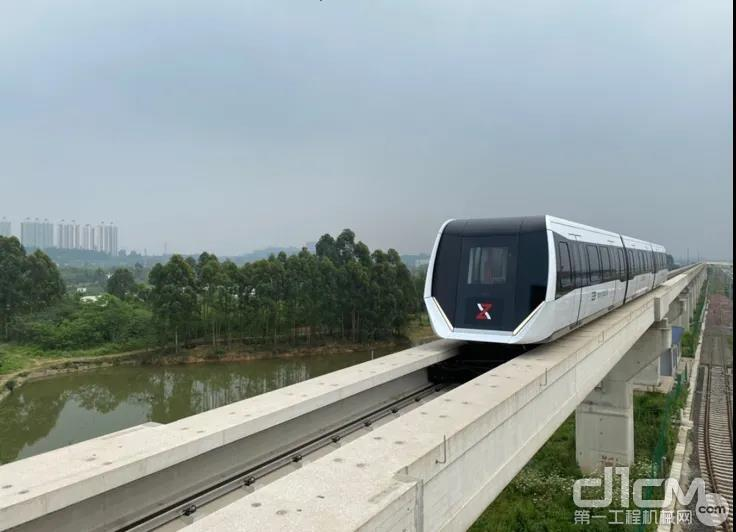 成都新筑路桥机械股份有限公司所研发的磁悬浮列车
