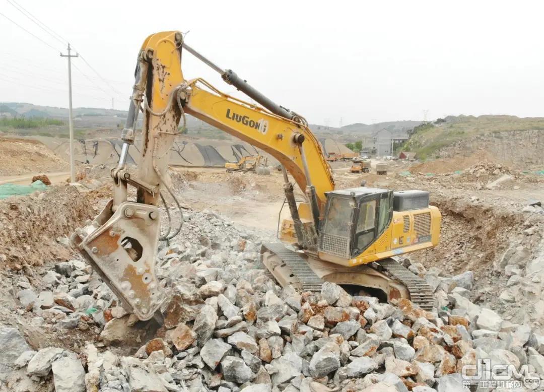 矿山老板很满意柳工挖掘机打破碎的效率
