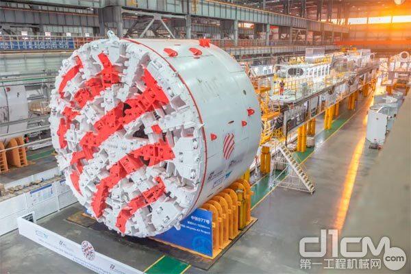 """超大直径(12.2米)土压平衡盾构机""""中铁977号"""""""