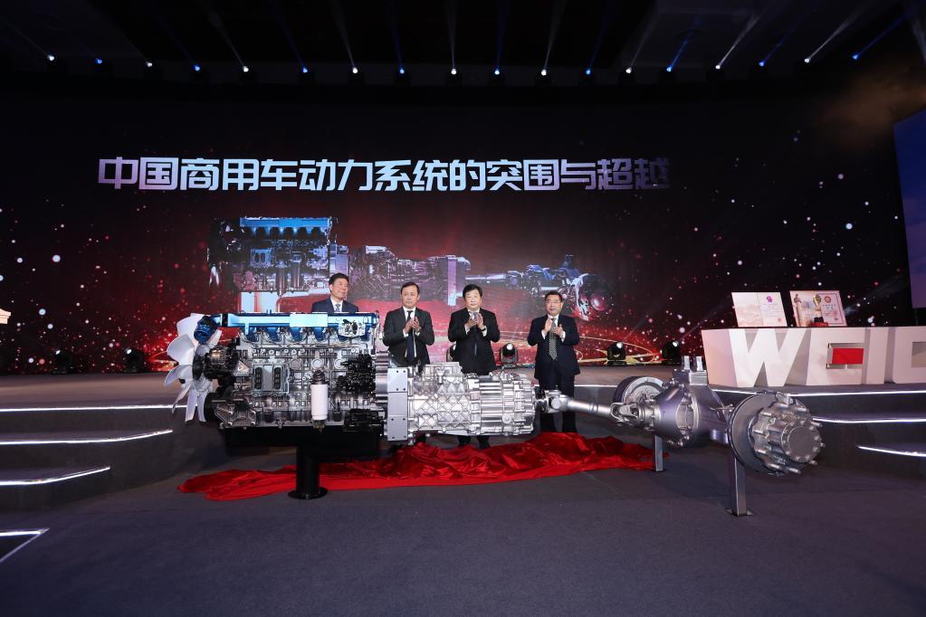 2019年1月8日,谭旭光以第一完成人荣获国家科技进步一等奖,当天下午潍柴发布了全新的动力总成系统(企业提供)