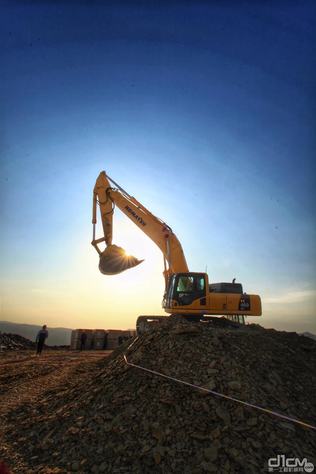 挖掘机夏季保养指南
