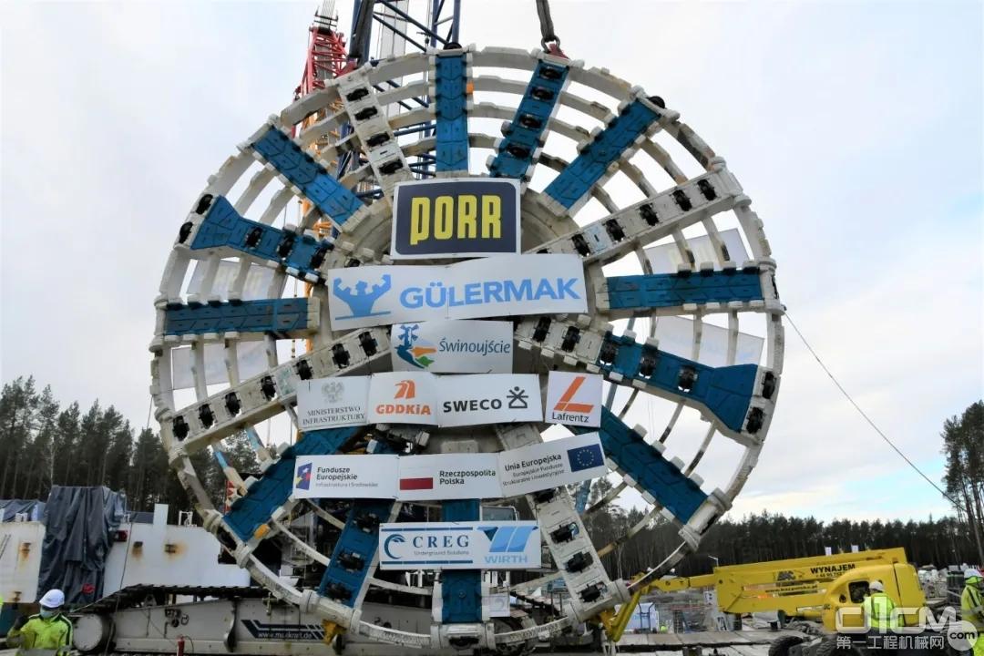 我国出口欧洲超大直径(13.46米)泥水平衡盾构机