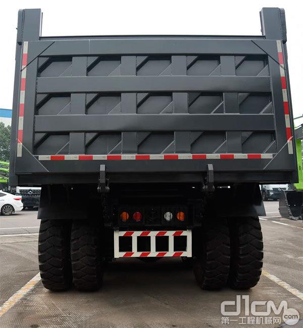 矿用非公路自卸车传统的方型车厢