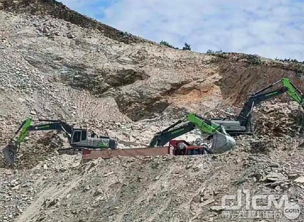 中联重科ZE550EK-10挖掘机在辽宁鞍山某建材厂施工