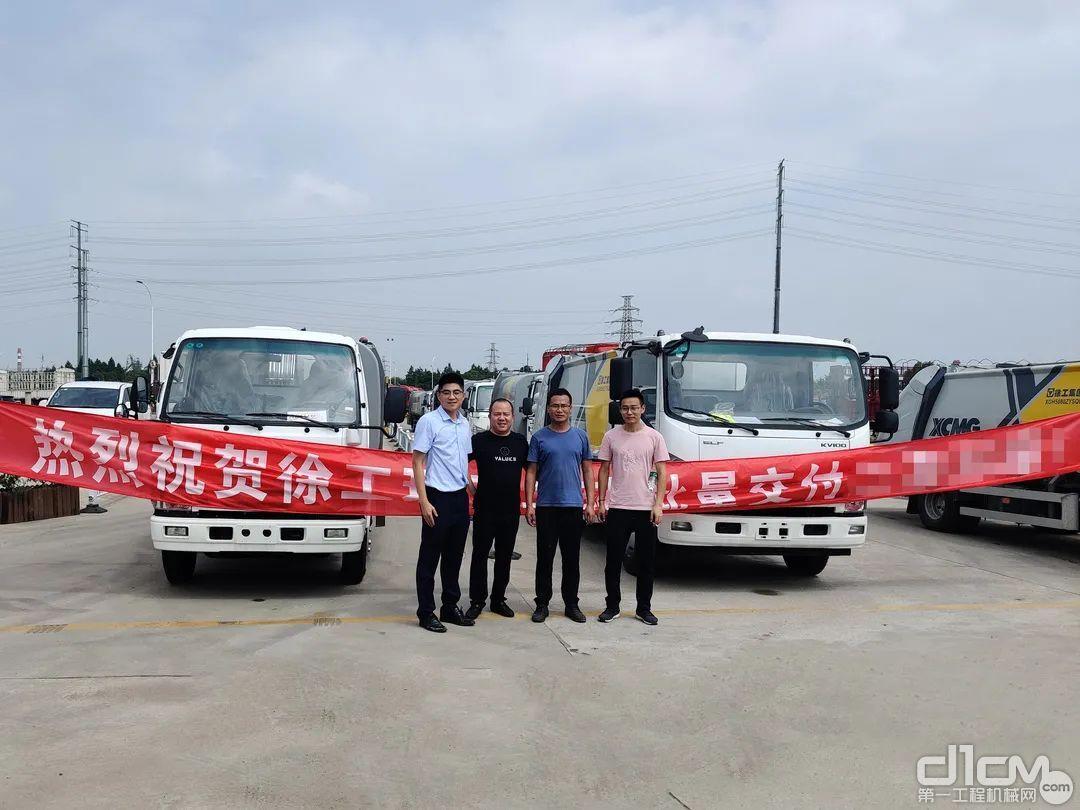 徐工近20台压缩车批量交付江苏某物业公司